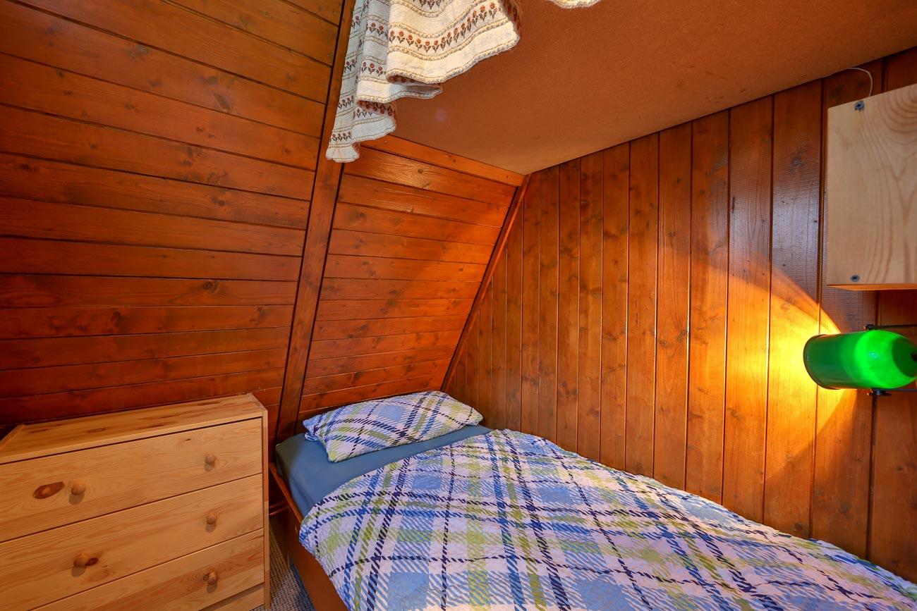 Nurdachhaus-32-Zimmer-Einzelbett