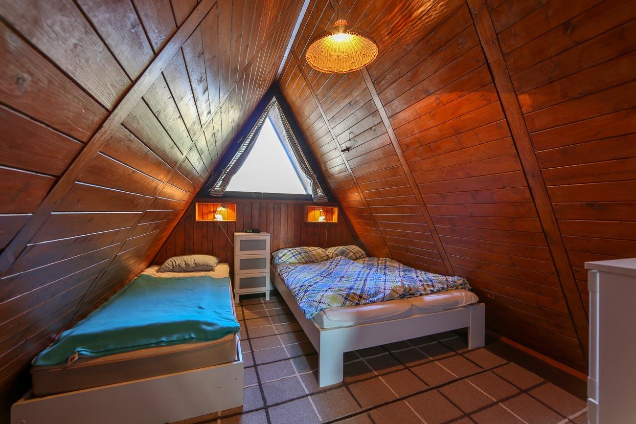 Nurdachhaus-32-Zimmer-Einzelbetten