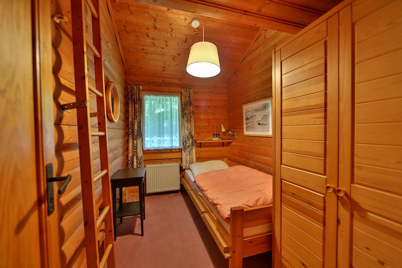 Kaminhaus-46-Zimmer-Einzelbett01