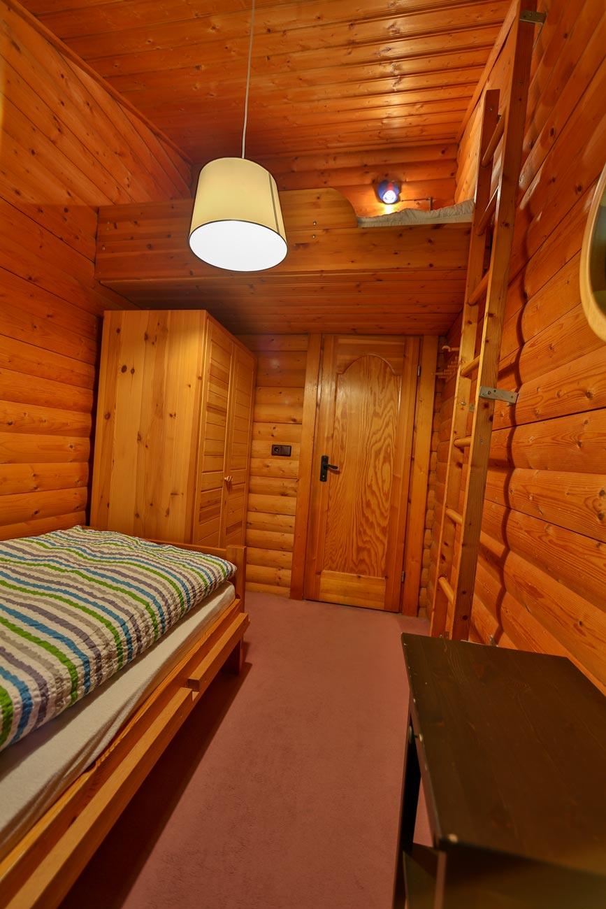 Kaminhaus-46-Zimmer-Einzelbett02