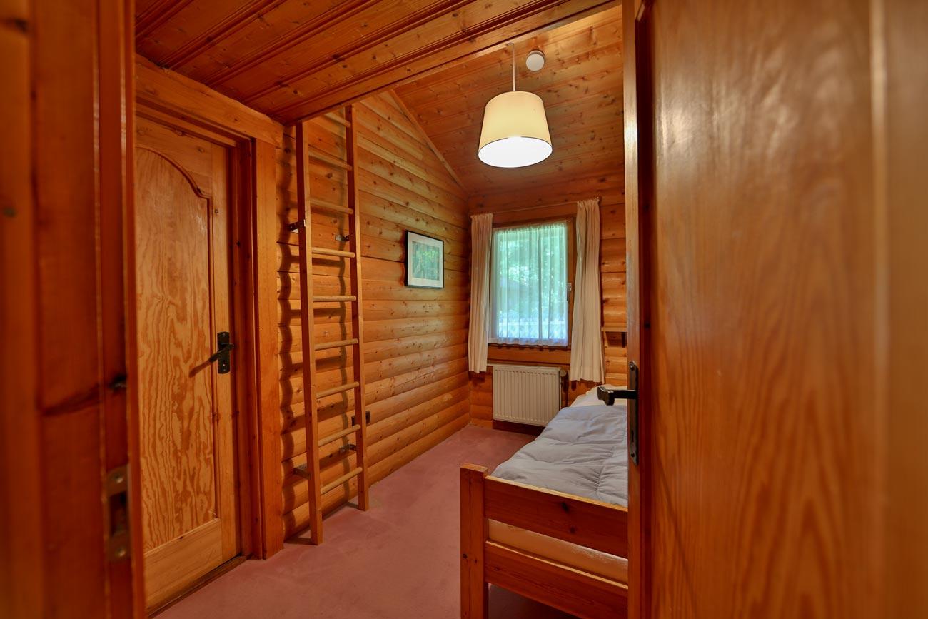 Kaminhaus-46-Zimmer-Einzelbett03