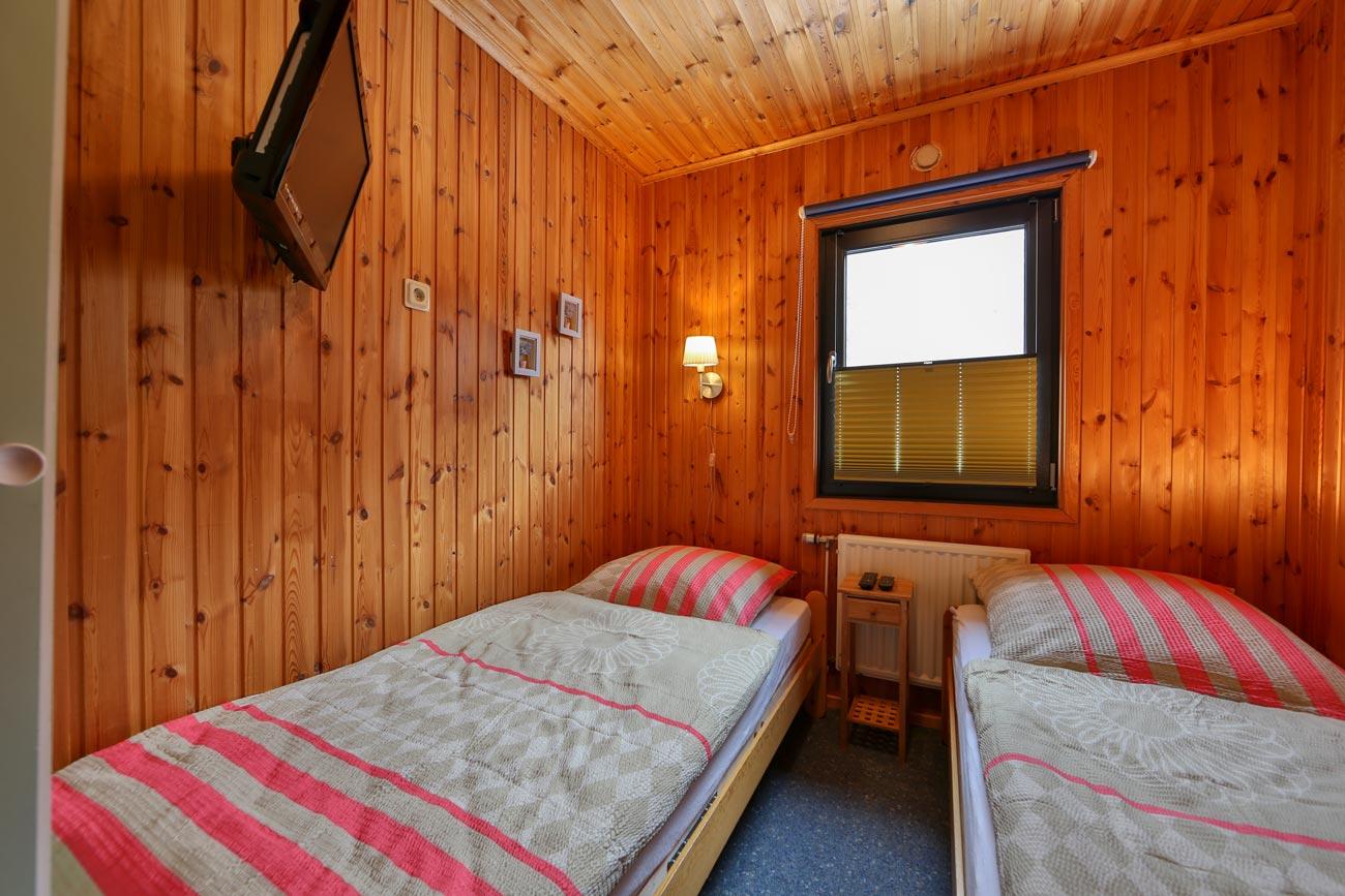 Kaminhaus-54-Zimmer01-Einzelbetten