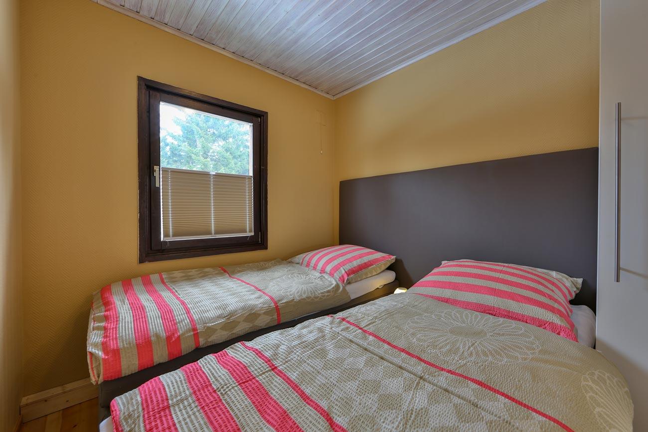 Kaminhaus-56-Zimmer-Einzelbetten