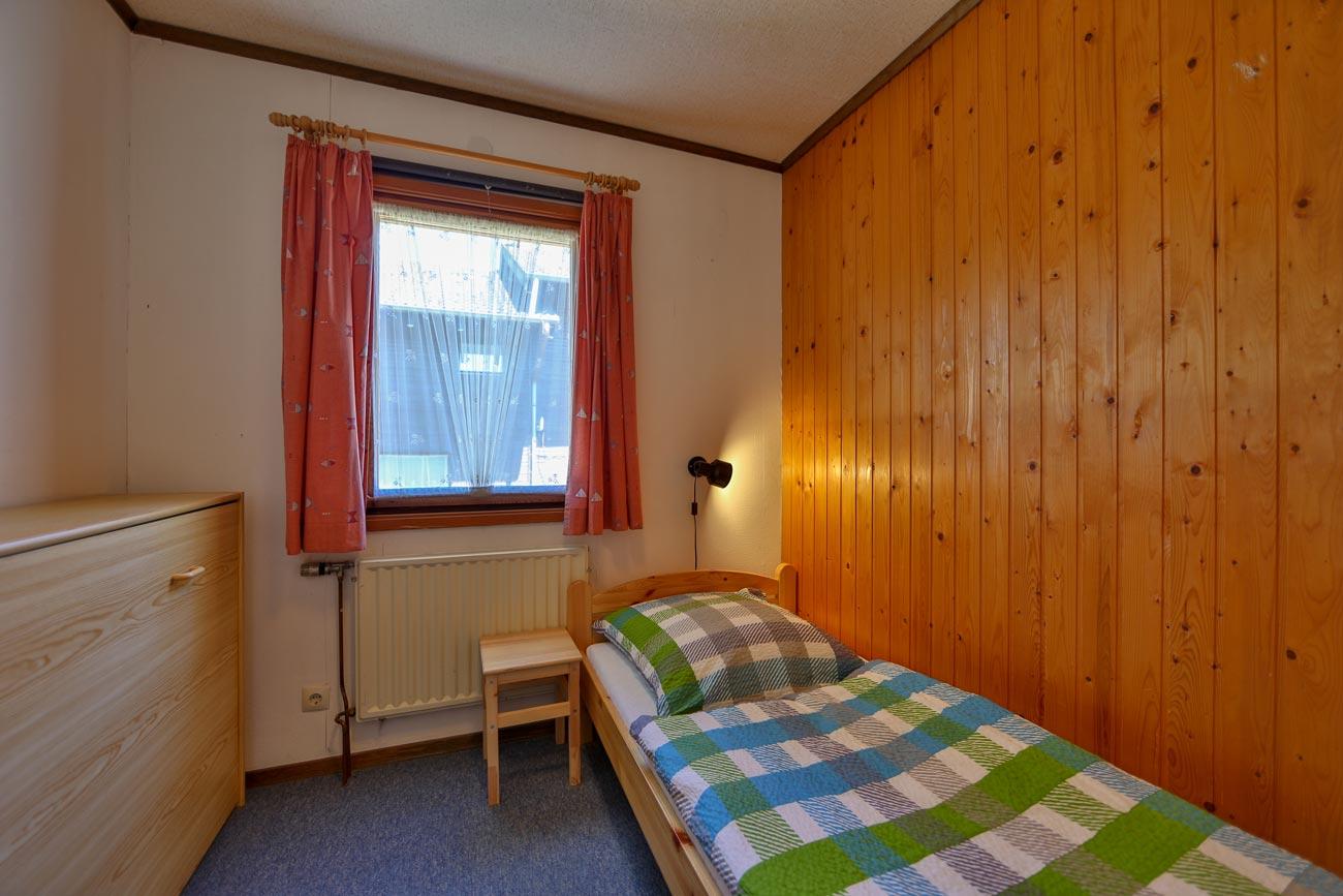 kaminhaus-57-zimmer-einzelbett